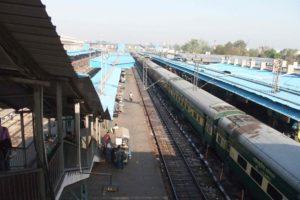 P3300468 300x200 India